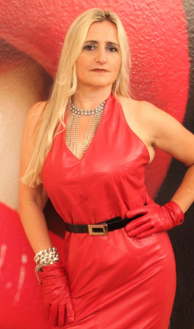 448ffef2a24a Lederkleid aus ECHT Leder rückenfrei in rot - BE NOBLE