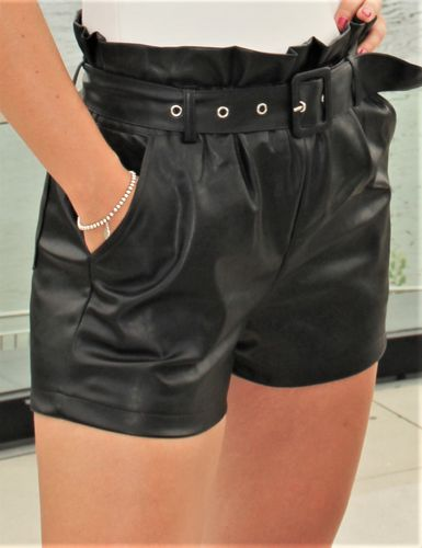 Leather shorts with belt made of faux leather elegant black